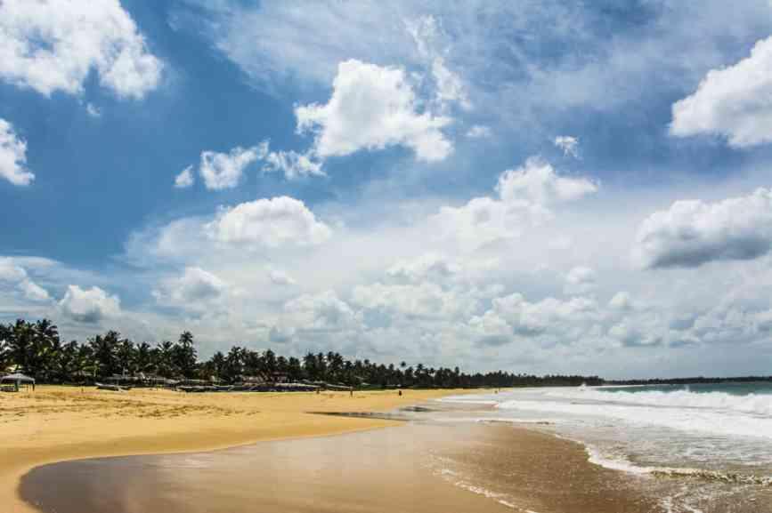 пляж в хиккадуве для прогулок