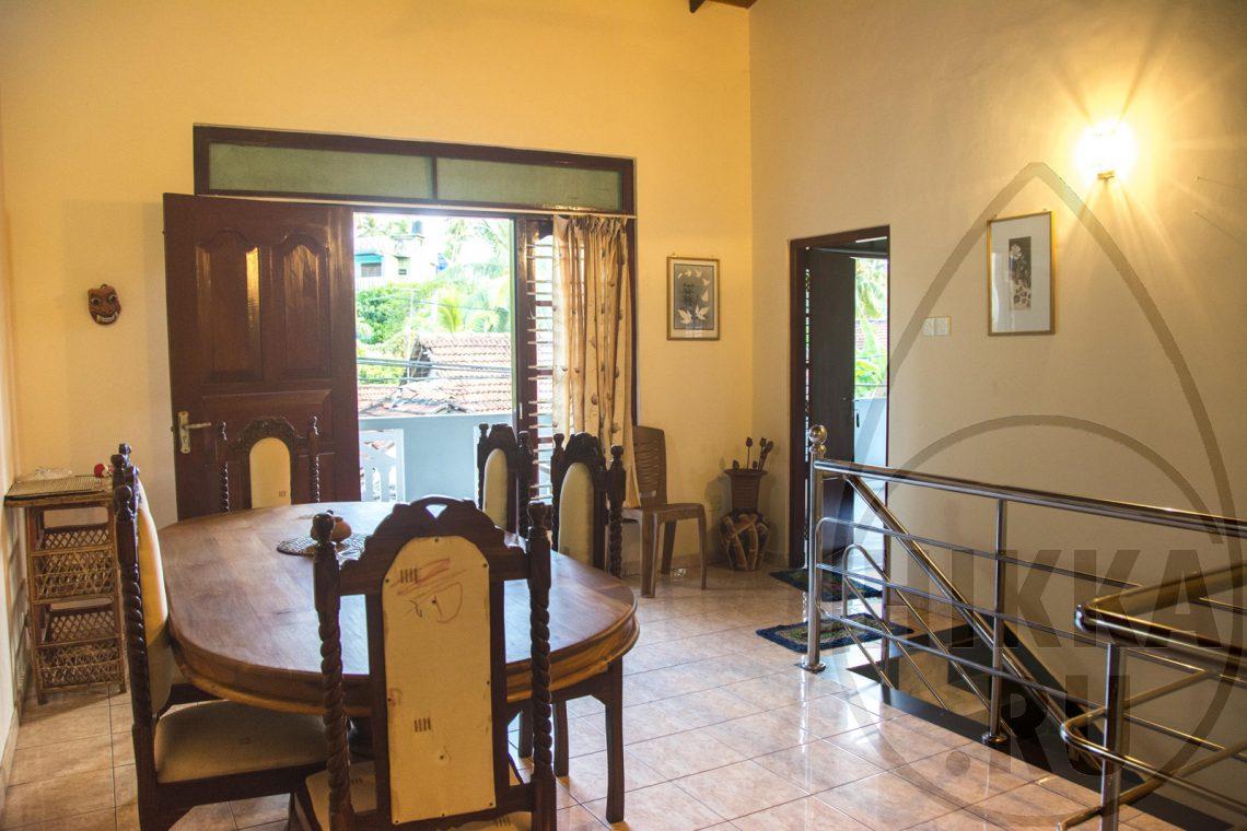 аренда виллы в Хиккадуве 5 спален гостиная 1