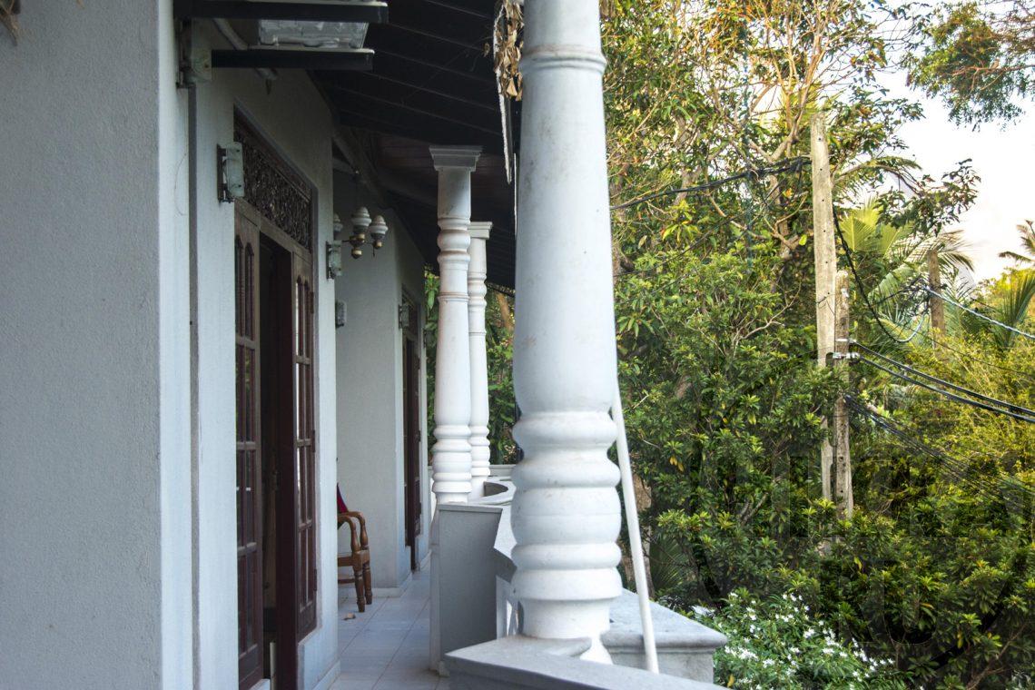 аренда виллы в Хиккадуве 5 спален балкон