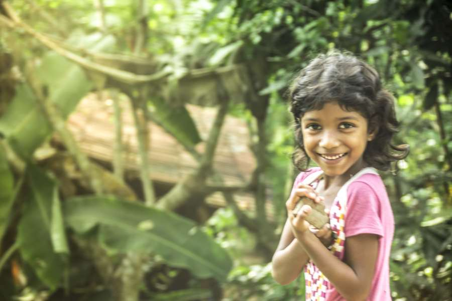 шри-ланка девочка улыбка джунгли