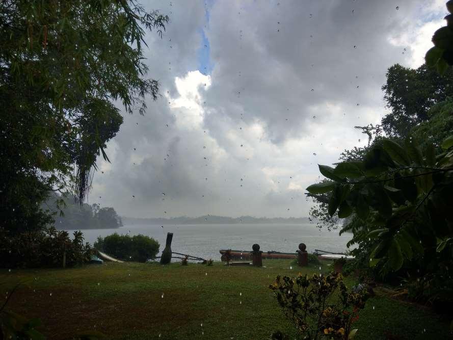 шри-ланка хиккадува ливень облака озеро
